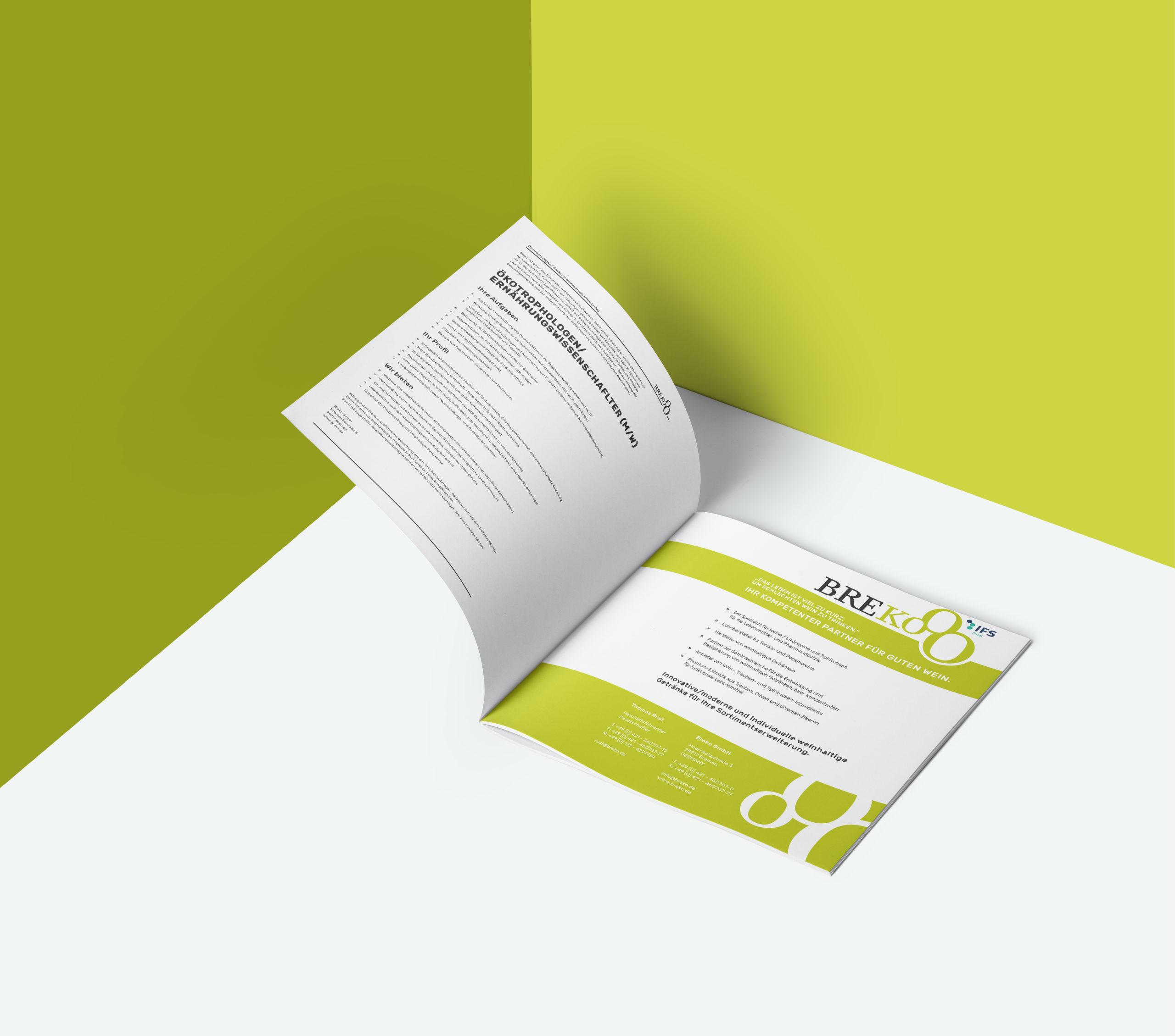 Square-Booklet-Brochure-Mockup-Vol5